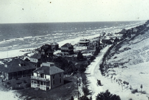 Birdseye view of early Sheridan Beach, including Lake Shore Drive, Wellnitz residence, and other cottages