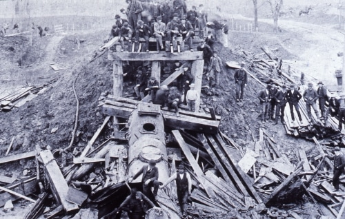spectators at Monon train wreck, May 2, 1893