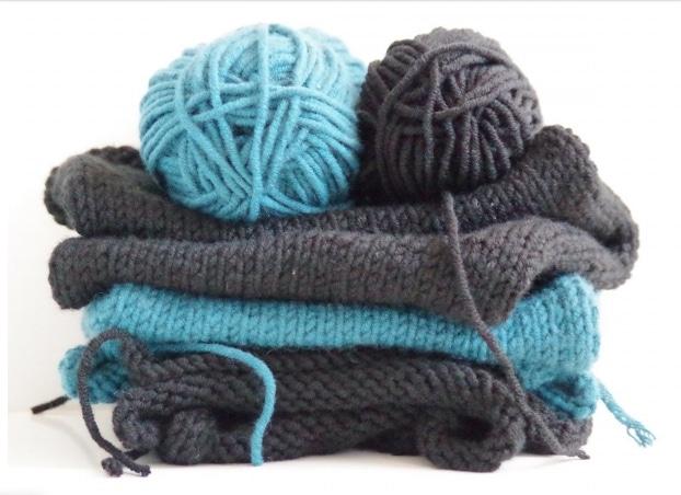 blue and gray yarn
